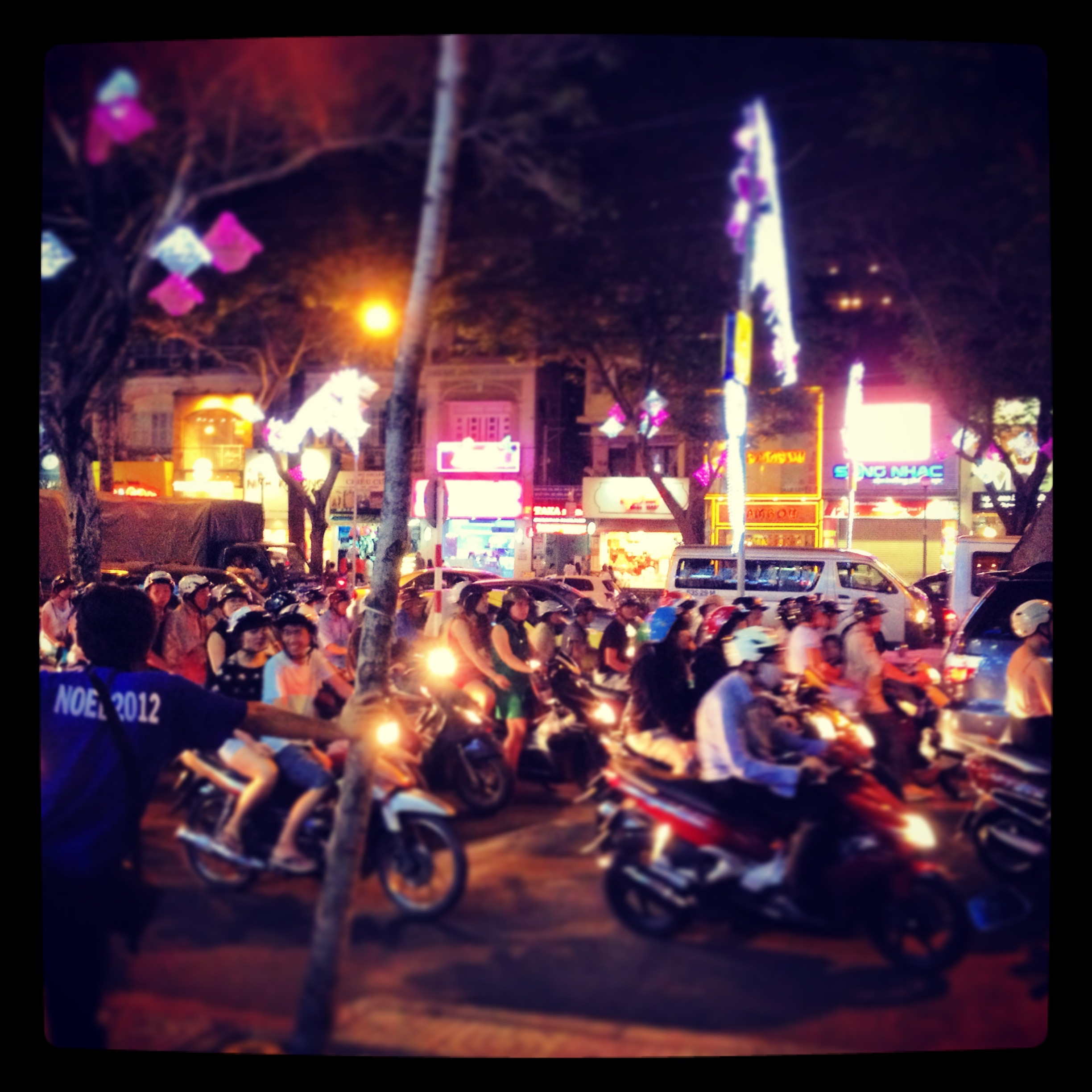 ho_chi_minh_city_scooters